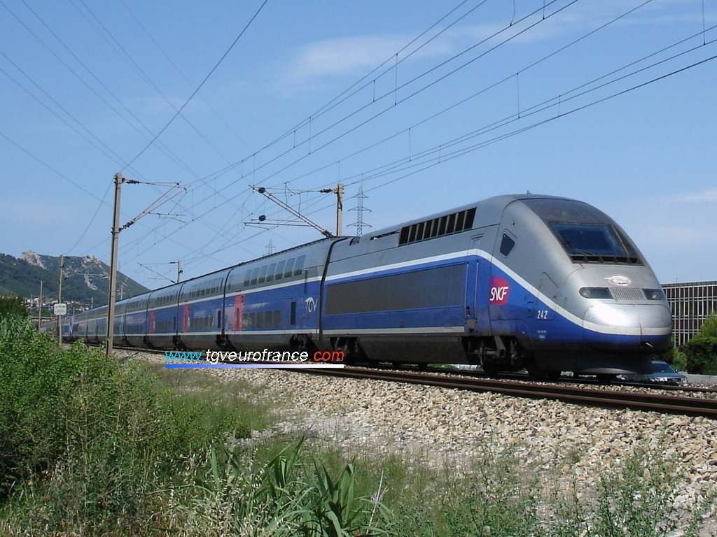 Un TGV Duplex Alstom Transport (la rame 242 de SNCF Voyages) en UM avec une autre rame TGV Duplex