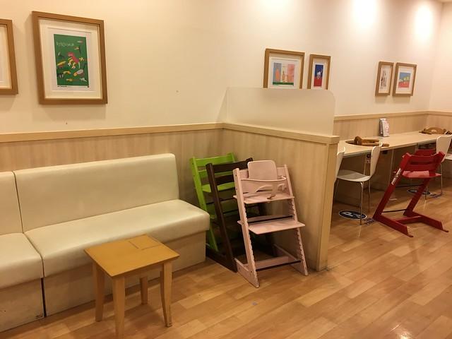 有活動式餐椅