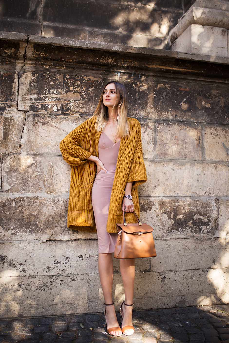 beige-bodycon-nude-dress-outfit-street-style
