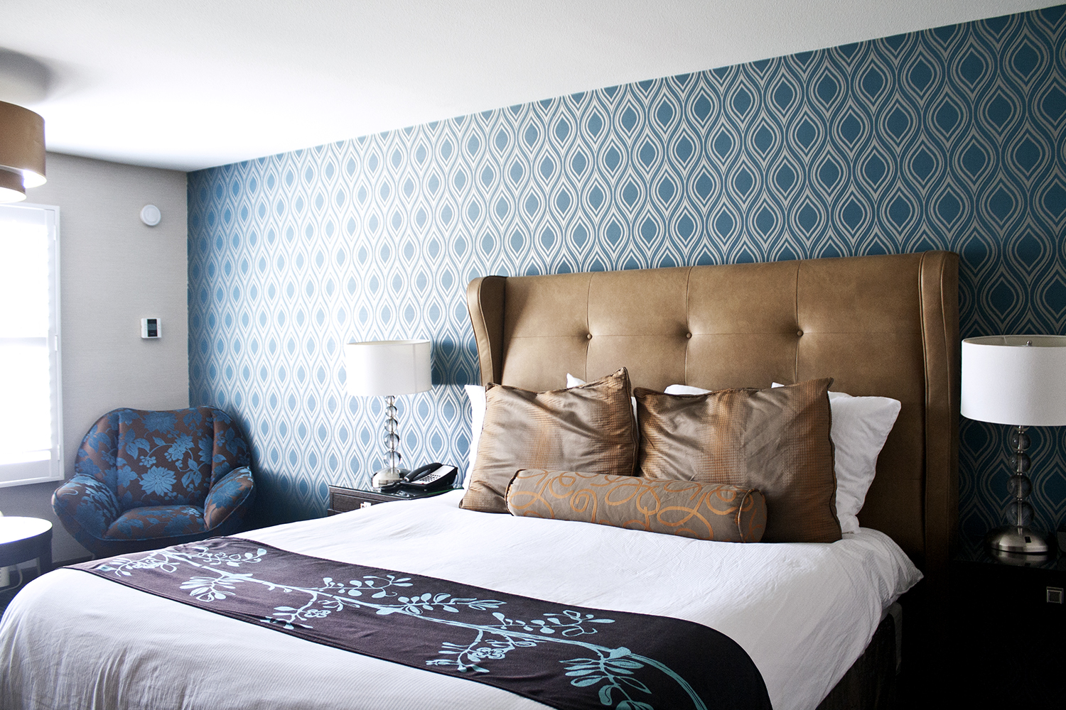 12napa-hotel-room-wallpaper-decor-travel-fashion-style