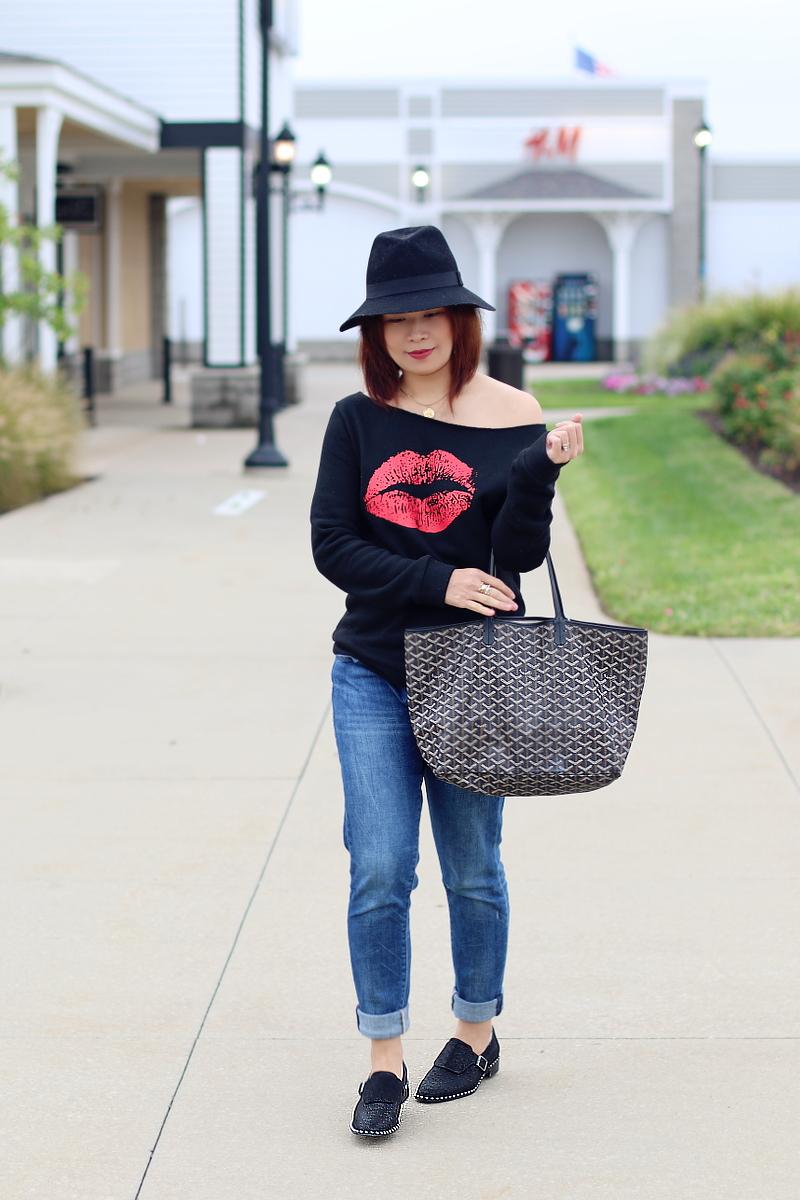 kiss-lips-sweater-rosewholesale-jeans-studded-flats-goyard-3