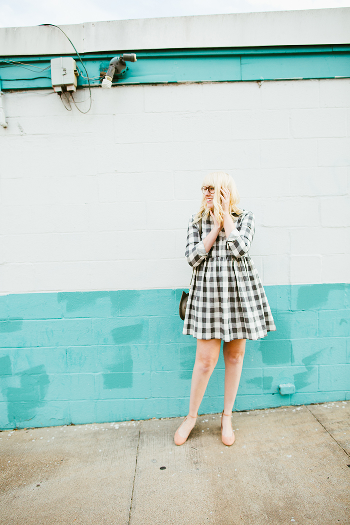 writes like a girl asos gingham smock dress blush block heels6