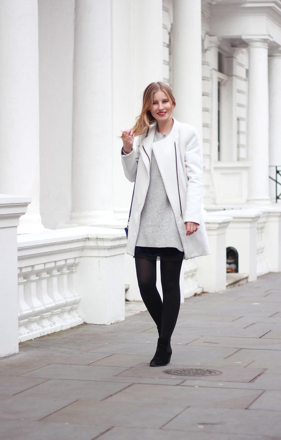 outfit notting hill london Pullover über Samtkleid