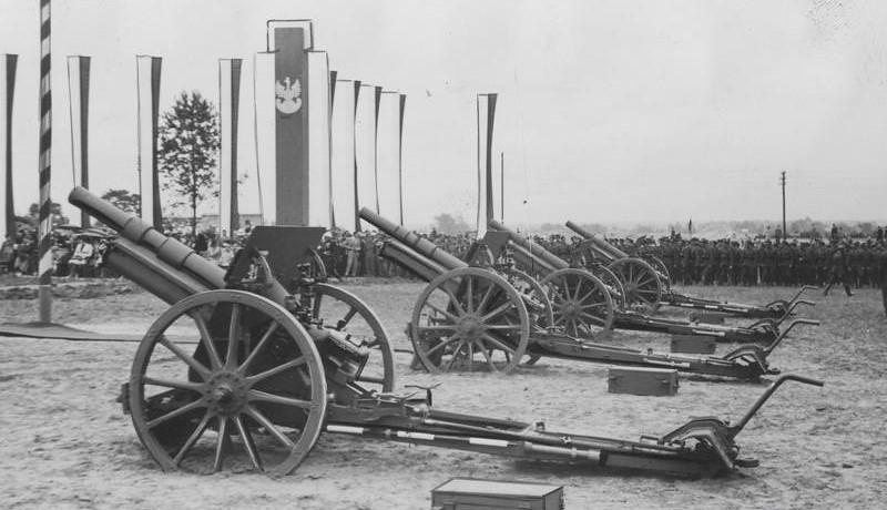 Unidad de artillería polaca manejando la versión wz 1914-1919