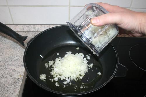 26 - Zwiebel hinzufügen / Add onion