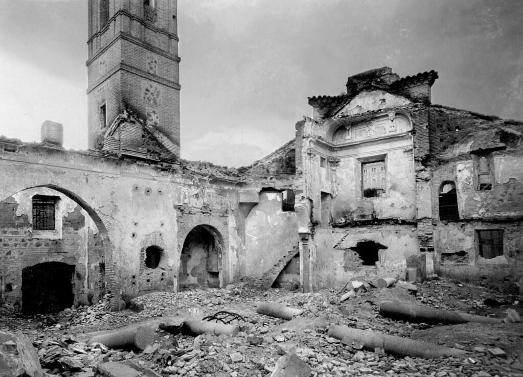 Iglesia de San Lorenzo tras ser incendiada en el verano de 1936 al comienzo de la Guerra Civil. (Fototeca EFE)