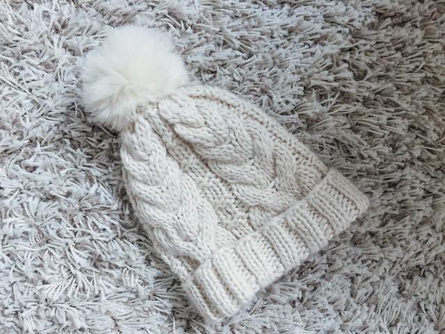 vaalea beige, light beige, nude, tupsupipo, beanie, asusteet, accessories, autumn, winter, syksy, talvi, täydellinen talvihattu, perfect winter hat, woolen bobble beanie, beige pom pom beanie,