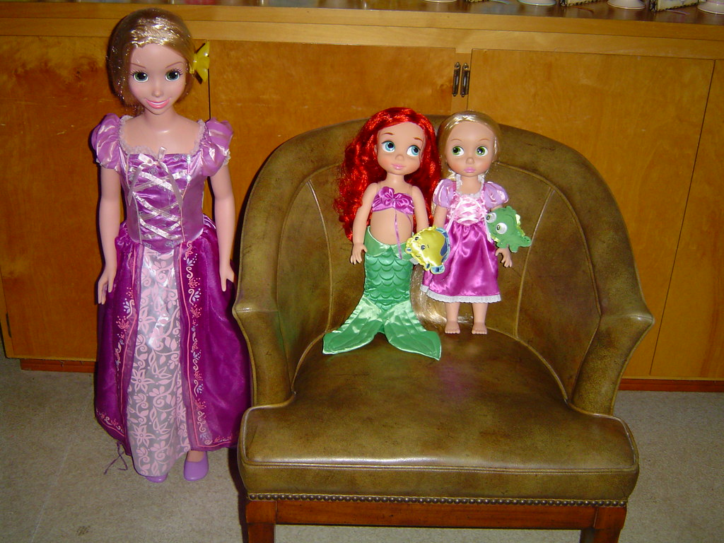 Disney 38'' Tangled Rapunzel Doll With 16'' Animators ...