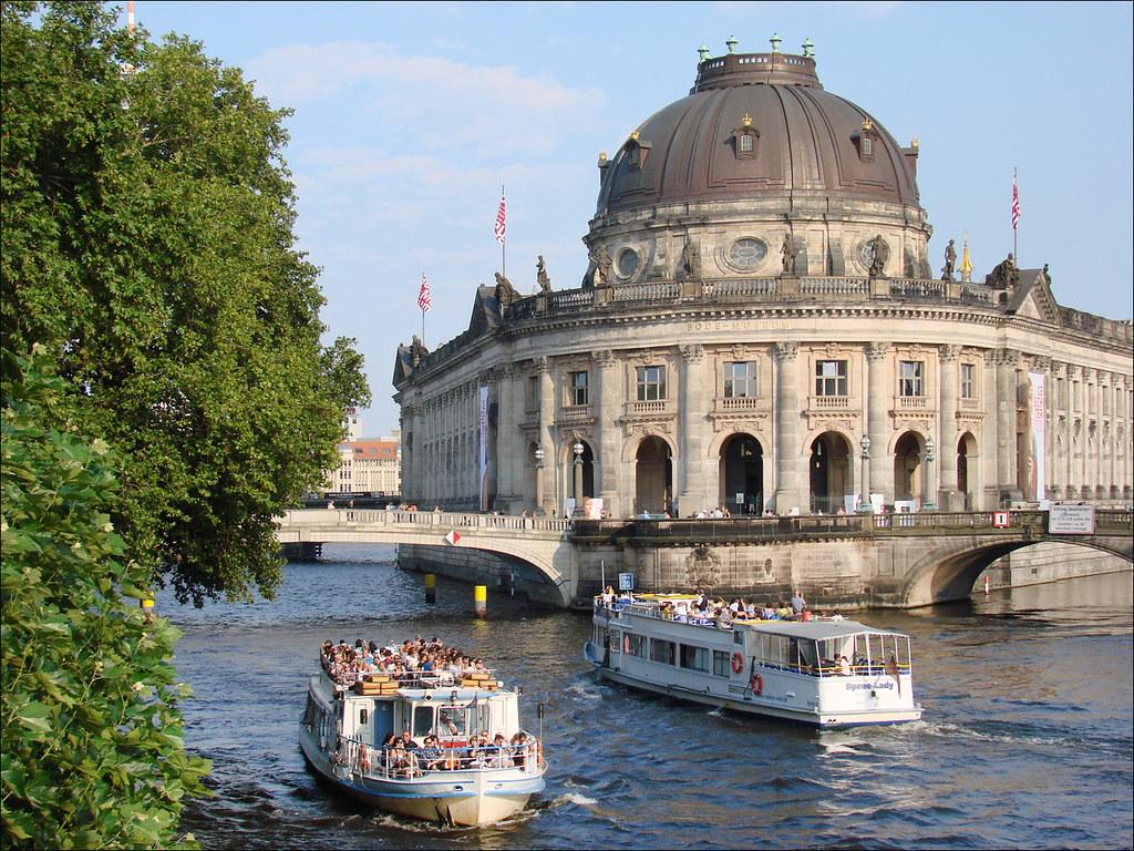Extérieur du musée Bode au bord de la Spree à Berlin. Photo de Jean-Pierre Dalbéra.