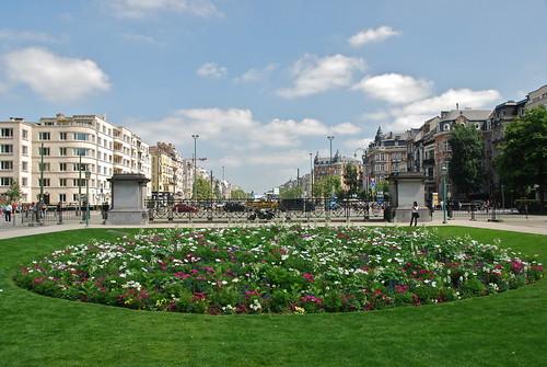Parterre de fleurs l 39 entr e du parc du cinquantenaire t for Parterre 3d