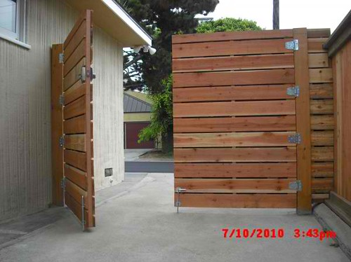 1x6 redwood modern horizontal privacy driveway gates with