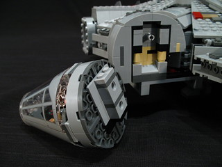 7965 Millennium Falcon Review: cockpit | by fbtb