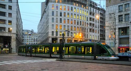 Milano piazza missori tram serie 7000 in transito for Arredare milano piazza iv novembre