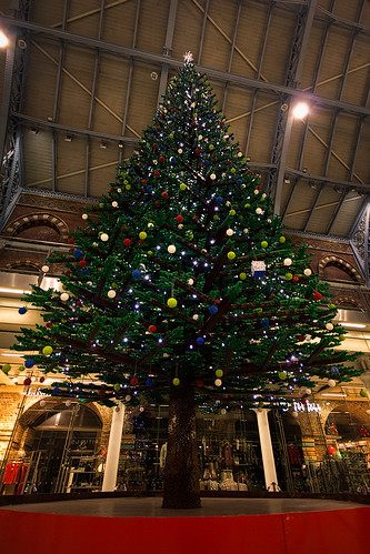 Lego Christmas Tree, St Pancras, London | by murphyz