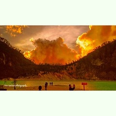 Sunset at Patuha Crater #adventure #asiangeographic #beautiful #clouds #explore #exploreindonesia #explonesia #exploreindonesia #instanusantara #indonesianjourney #indonesianrepost #indonesia_paradise #jejakpejalan #jalan2man #landscape #nature #mountenes