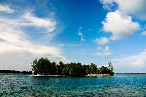 Coral island, seen from Coral Cay, Utila, Honduras | by mattbye