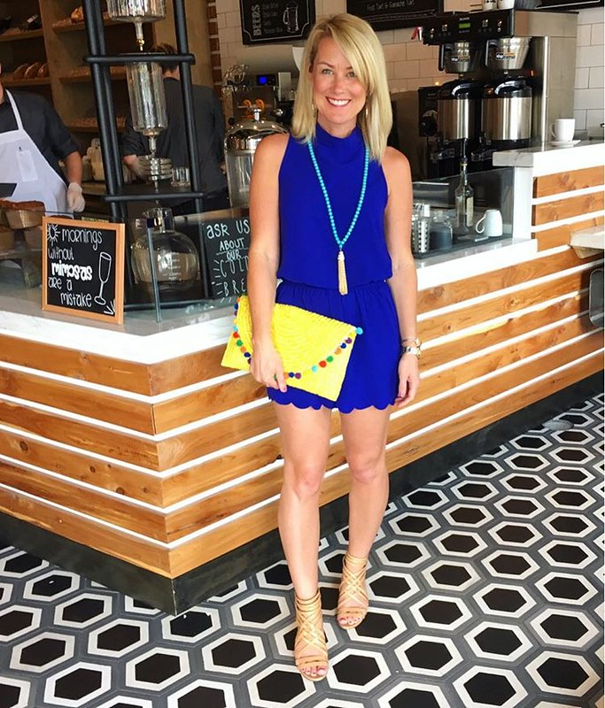 Quite possibly the best mimosas, cappuccino & croissants of my life at this darling spot! ☕ Thank goodness for elastic waistbands & big clutches for hiding brunch bellies! 😋 @levure_bakery #visitthewoodlands #sugarplumstyle // Find my cute scallop-tri
