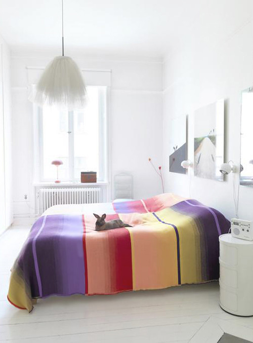White-bedroom-mexican-print-blanket