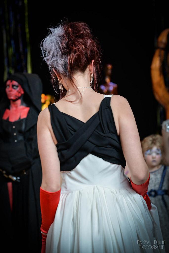 Robe de mariée blanche et noire, Cruella