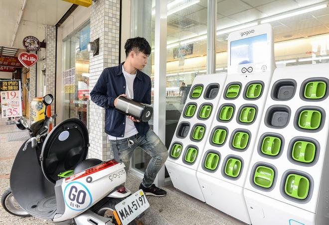 Gogoro 於臺中萊爾富干城門市設立電池交換站 讓車主開心騎乘不受限