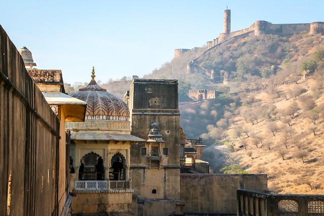 Jaigarh Fort view from Amber Fort, Jaipur, India ジャイプール、アンベール城から見たジャイガル要塞
