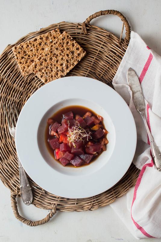 Tartar de atún de almadraba y tomate raff