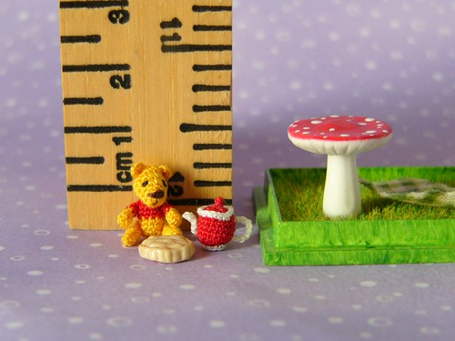 Micro Pooh Bear is having a picnic | by MUFFA Miniatures