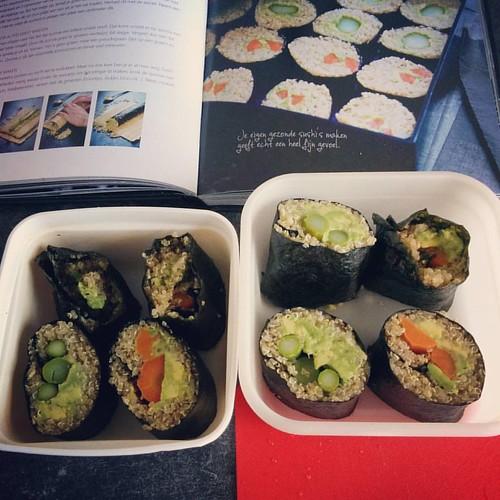 Today's lunch ️ Mijn allereerste zelfgemaakte sushi, van nori, quinoa, wortel, asperge en avocado. #pascalenaessens #puureten #latergram #healthylife #healthylunch #gezondelunch