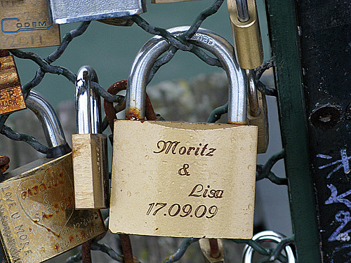 mortiz and lisa - Pont des Arts, Paris | by David Lebovitz