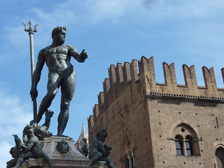 Fountain of Neptune & Palazzo Re Enzo in Bologna, Italy | by Marjan de B