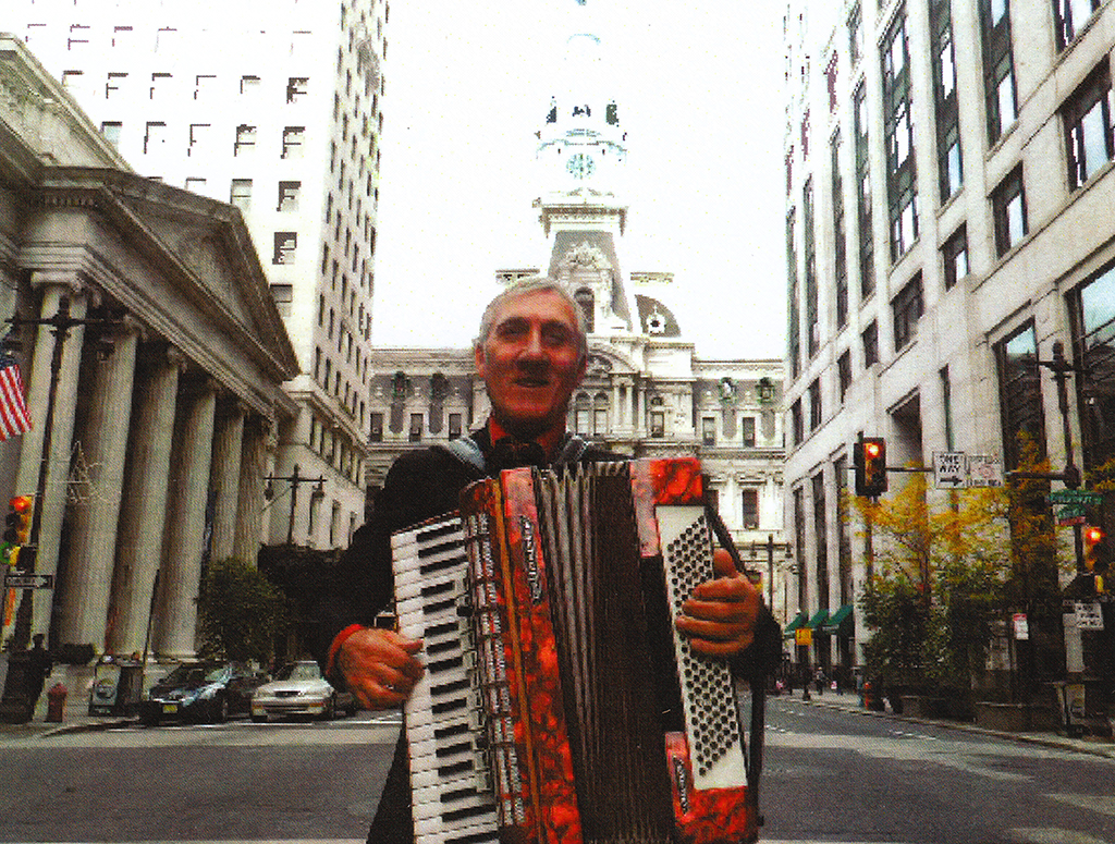 Accordionist busking at 16th and Walnut on 5-23-16--Center City 2