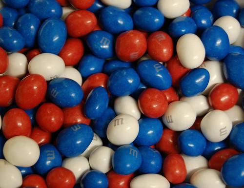 Red and White M&Ms® make incredible wedding favors or addition to a candy buffets. In classic Valentine's colors, they'd be great for baking or gifting, too! Tasty milk chocolate with a crispy candy shell. We guarantee freshness and excellence in every bag. Approximately pieces per pound.5/5.