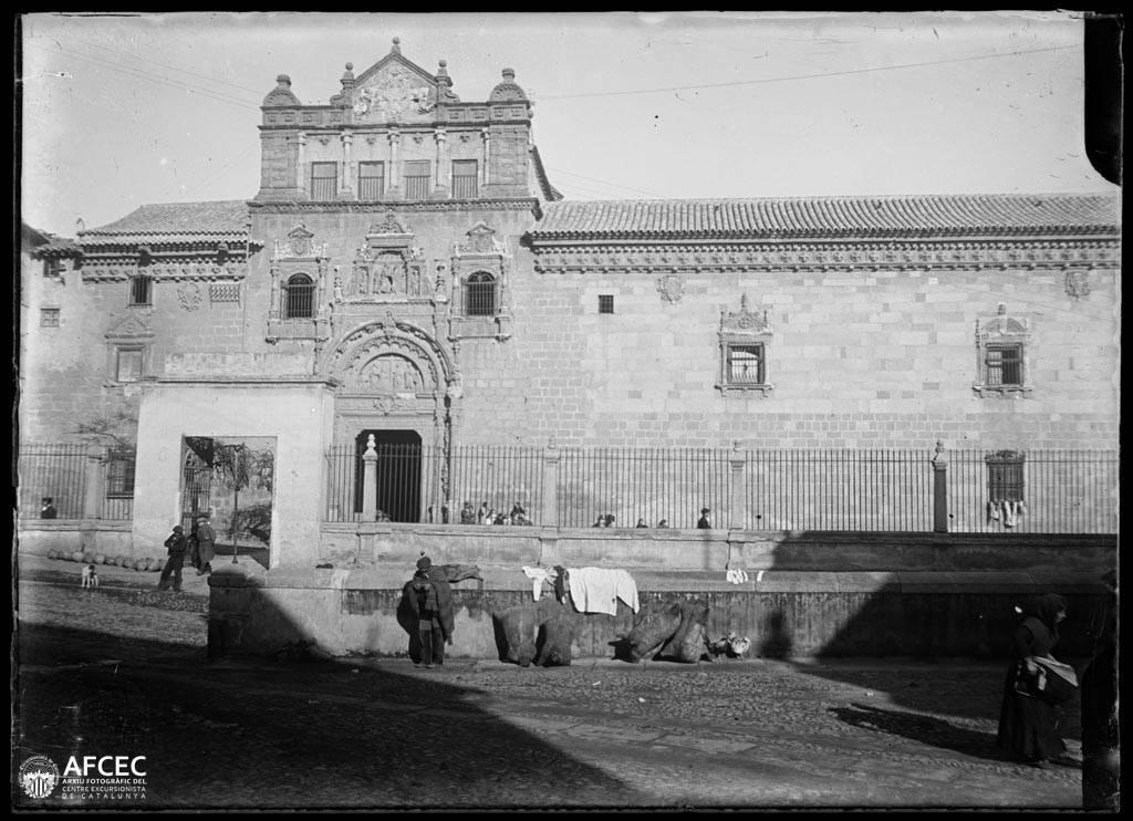Hospital de Santa Cruz en Toledo a comienzos del siglo XX. Autor Desconocido   © Centre Excursionista de Catalunya