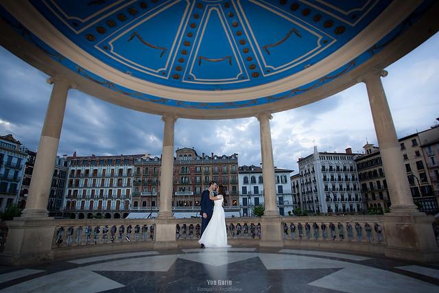 Reportaje de Boda Patricia & Mikel - Fotografía en el quiosco de la Plaza del Castillo