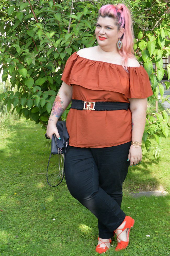 Outfit nero e arancio (6)