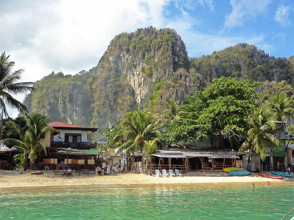 El Nido Beach Front Accommodation - Copyright Travelosio