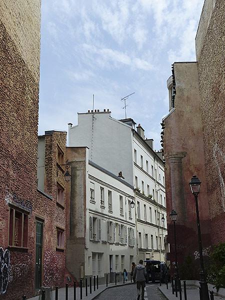 les murs rouges de la rue Légouvé