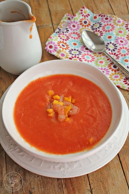 Sopa de mango y tomate