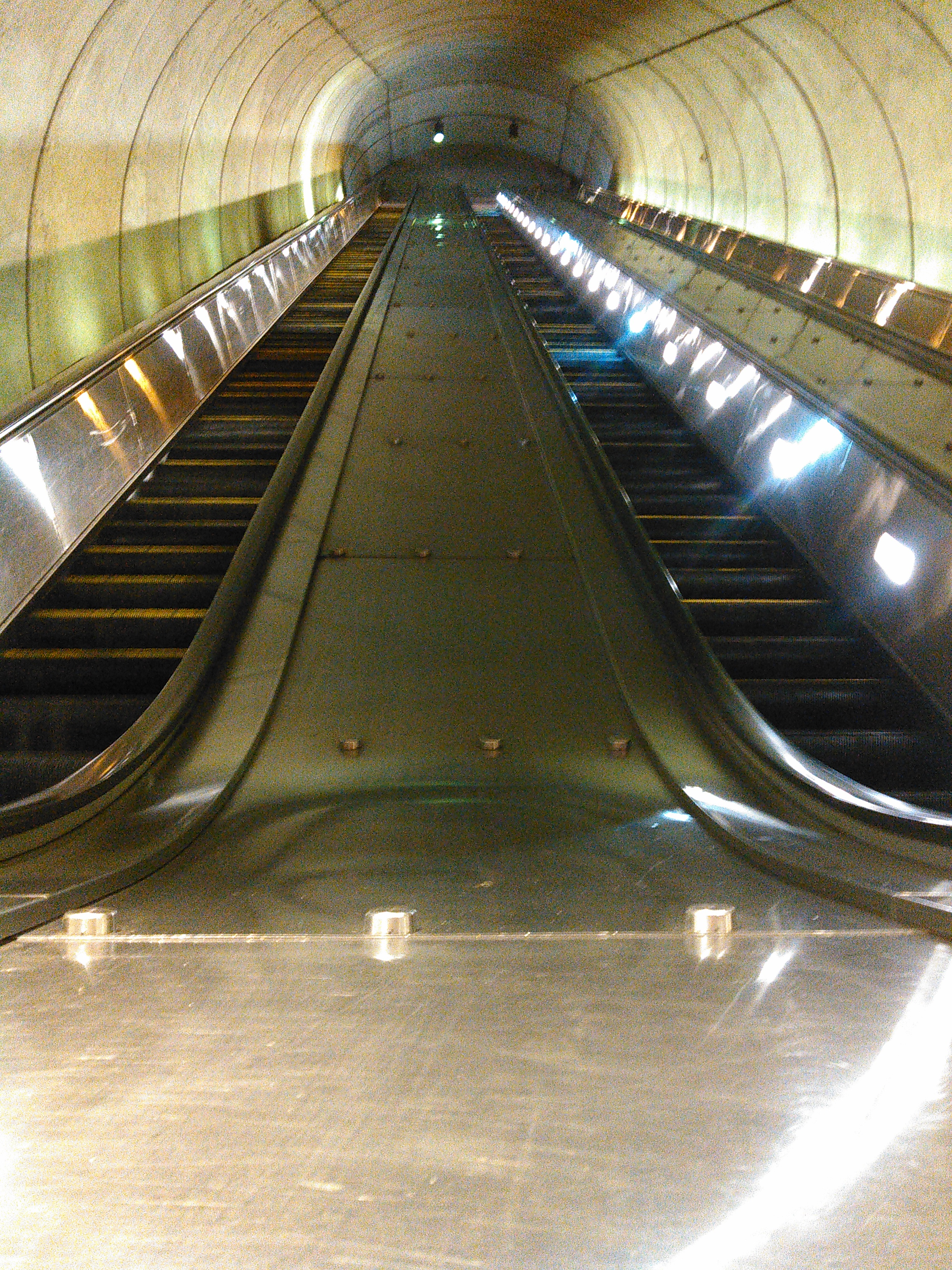 Cleveland Park Metro station, Washington DC