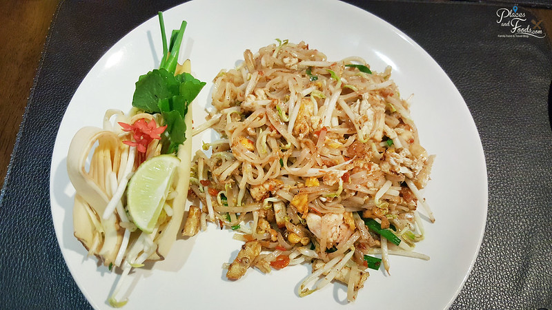 central world taling pling pad thai