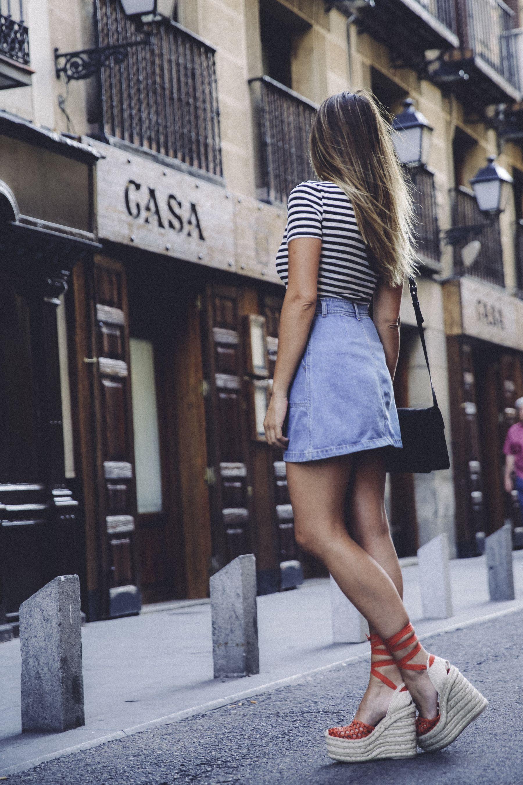 outfit look primavera spring street style trendy taste inspiration falda denim vaquera skirt top tshirt stripes lace up sandals espadrilles vintage alpargatas plataforma platform rayas camiseta zara _11
