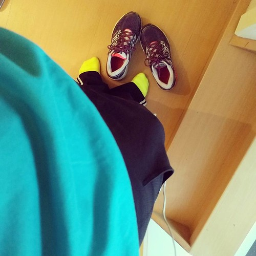 Dat het met fluogele sokken eens zo goe ging gaan 💪 #ochtendstond #ochtendrun #starttorun #morningrun #nevergiveup