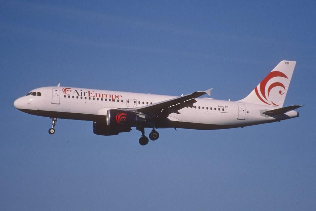 132ai - Air Europe Italy Airbus A320-214; I-PEKD@ZRH;12.05.2001