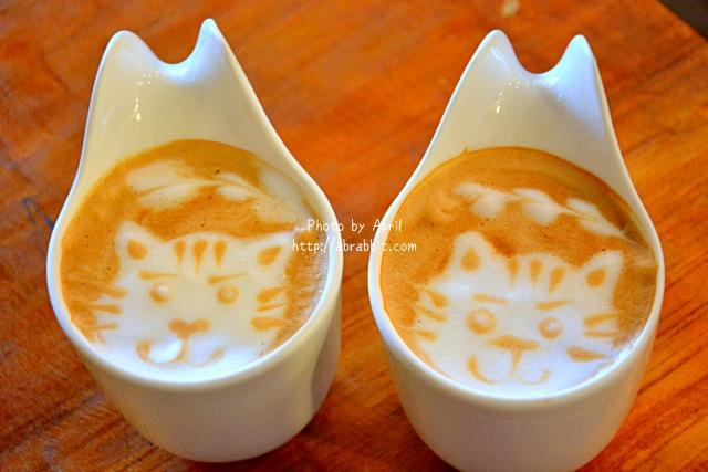 [台中]R星咖啡(R-star coffee)–野餐三明治盒配上熱拿鐵好吸睛,店內有好多可愛的貓咪!@忠明南路 西區