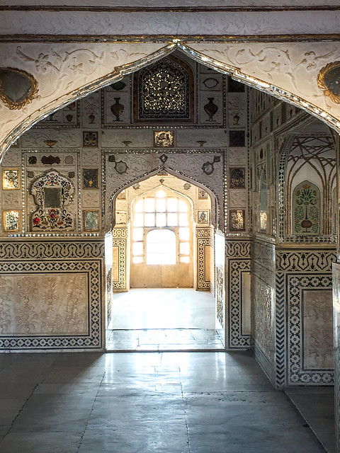 Sheesh Mahal (mirror palace) in Amber Fort, Jaipur, India ジャイプール、アンベール城の「鏡の間」