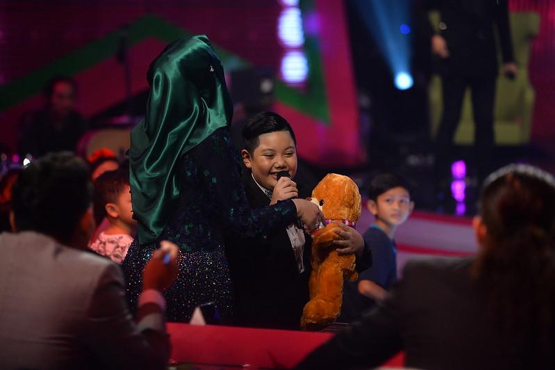 Hazmil Terima Hadiah Daripada Dato' Siti Nurhaliza