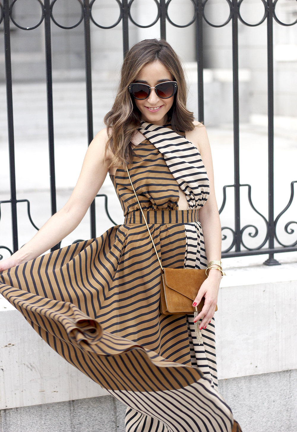 Maxi Striped Dress summer outfit sunnies uterqüe black sandals style fashion24
