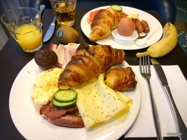Hampton by Hilton Amsterdam Airport Schiphol breakfast