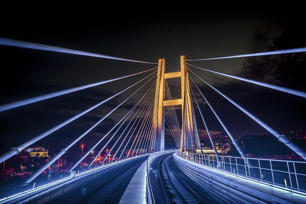 Iluminação cênica da ponte estaiada