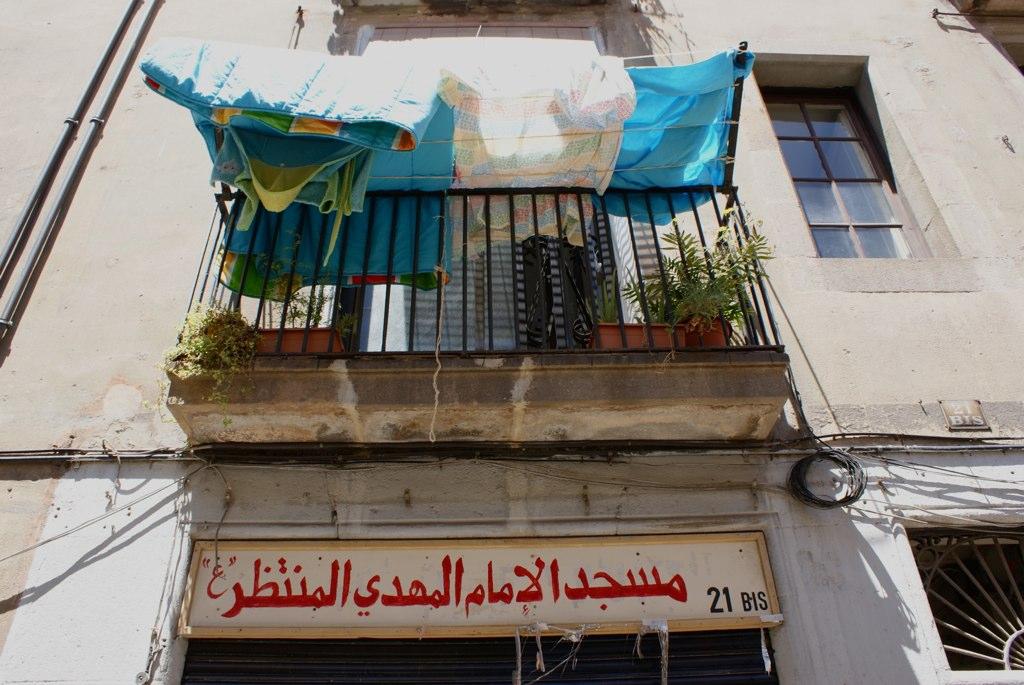 Devanture écrite en arabe dans la partie plus populaire de la Ribera à Barcelone.
